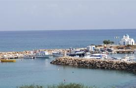 3 Villas with Sea Views in the Prime Seafront Location - 32