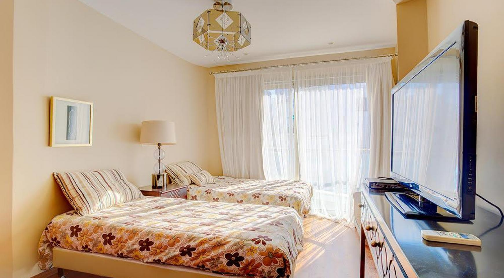 Luxurious 3 Bedroom Apartment on the Seafront - 6