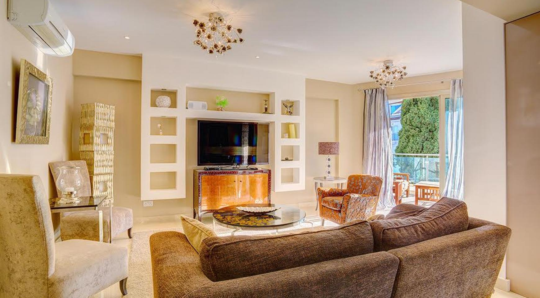 Luxurious 3 Bedroom Apartment on the Seafront - 1