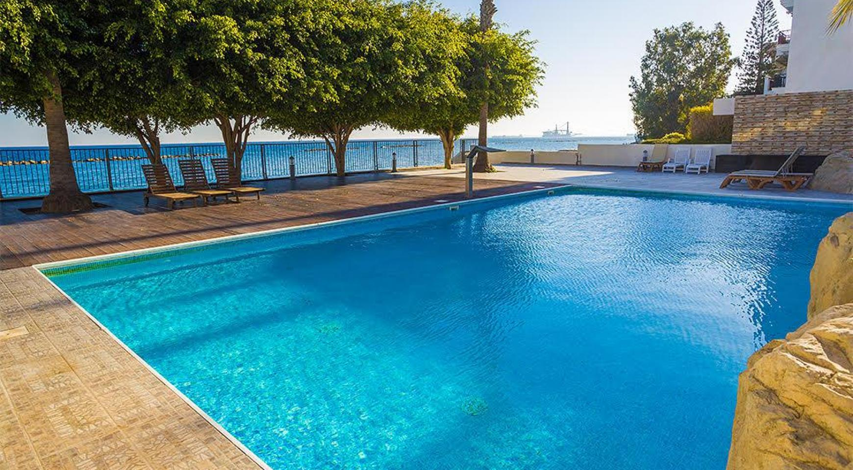 Luxurious 3 Bedroom Apartment on the Seafront - 12