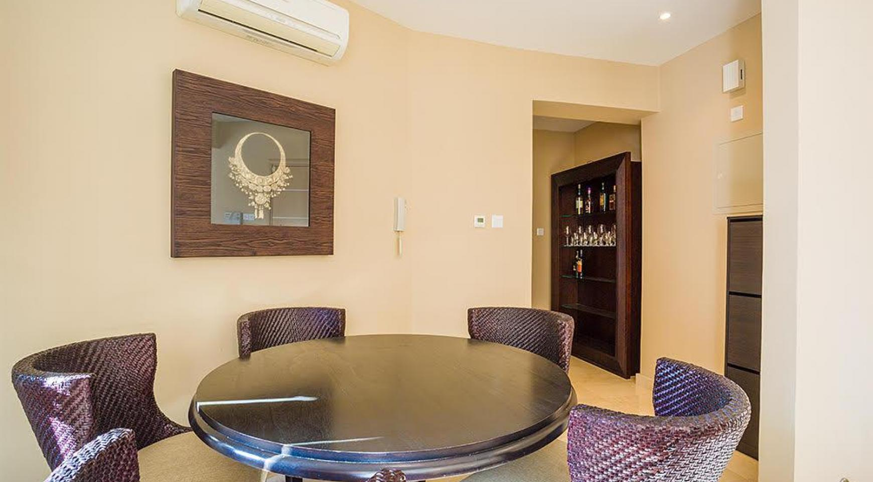 Luxurious 3 Bedroom Apartment on the Seafront - 4