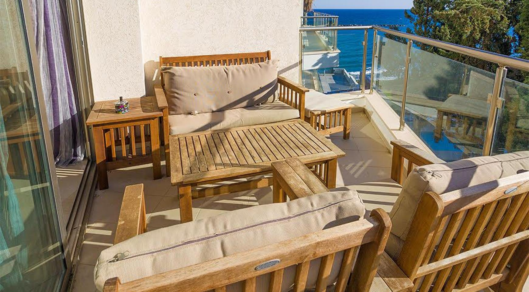 Luxurious 3 Bedroom Apartment on the Seafront - 13