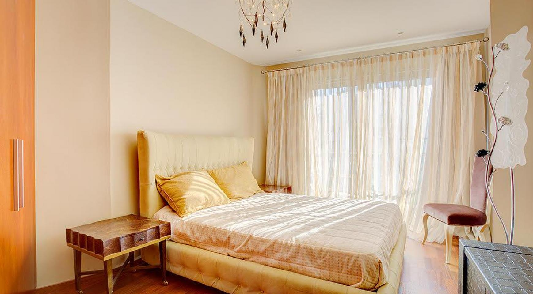 Luxurious 3 Bedroom Apartment on the Seafront - 7