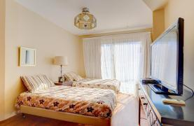 Luxurious 3 Bedroom Apartment on the Seafront - 19