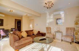 Luxurious 3 Bedroom Apartment on the Seafront - 16