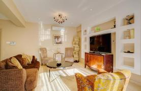 Luxurious 3 Bedroom Apartment on the Seafront - 15
