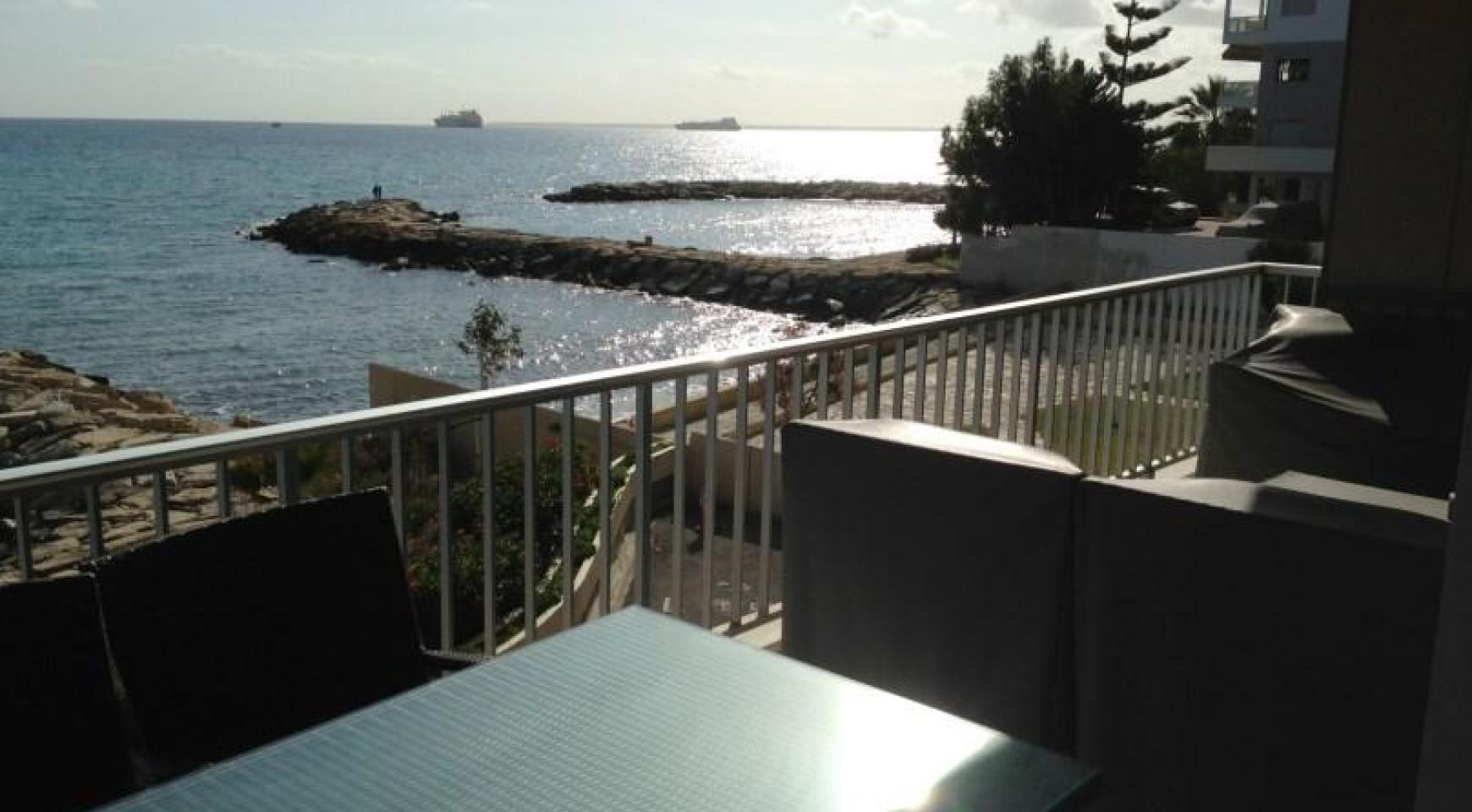 3 Bedroom Apartment on the Seafront - 2