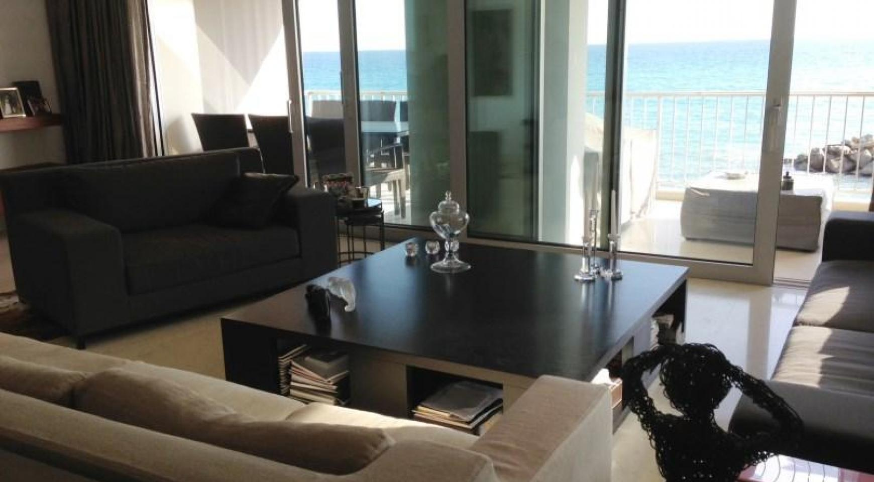 3 Bedroom Apartment on the Seafront - 5