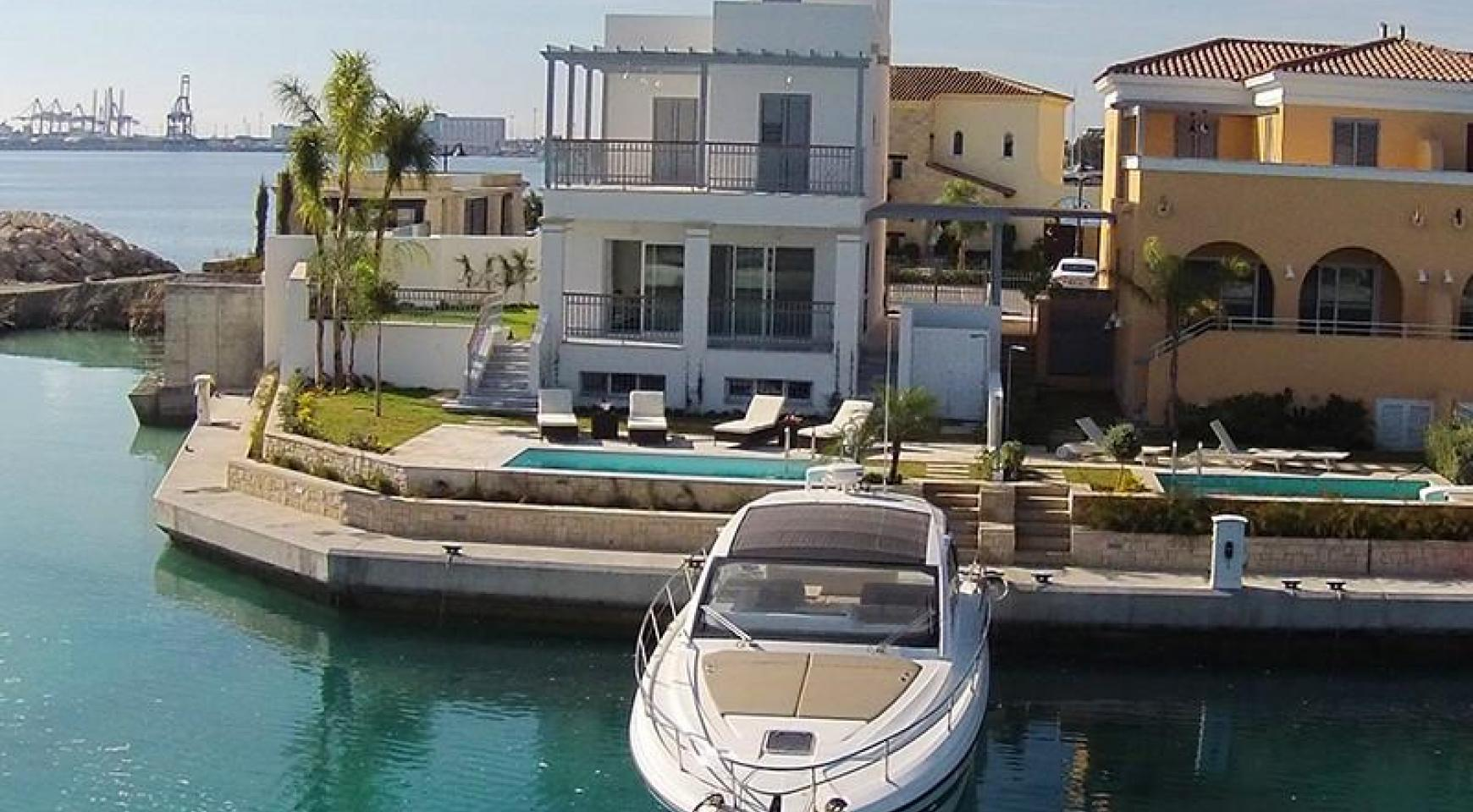 Luxurious 3 Bedroom Villa in an Exclusive development by the Sea - 7