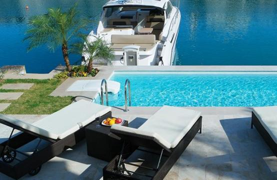 Luxurious 3 Bedroom Villa in an Exclusive development by the Sea