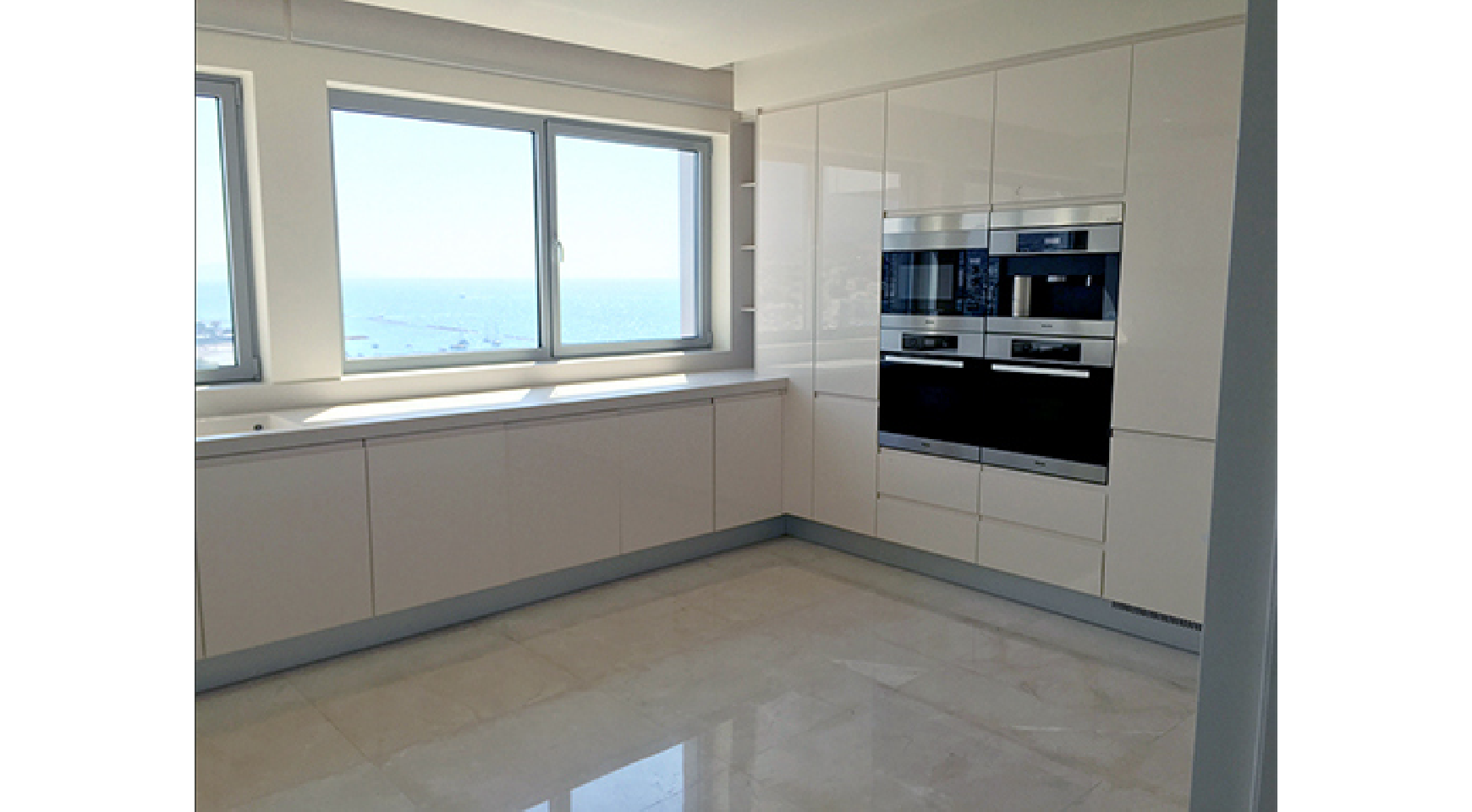 Spacious 3 Bedroom Apartment in an Exclusive Development near the Sea  - 4