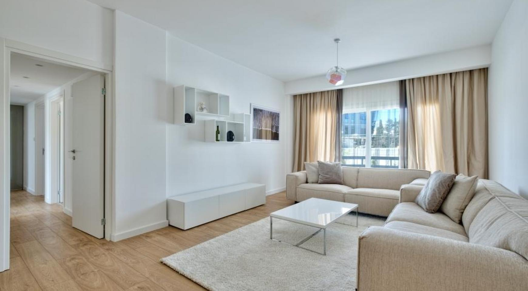 Modern 3 bedroom apartment situated in the Crown Plaza area - 15