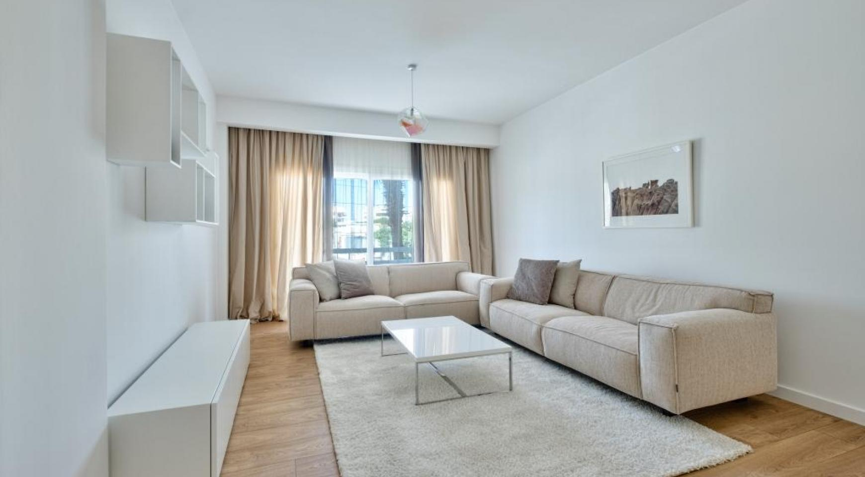 Modern 3 bedroom apartment situated in the Crown Plaza area - 2