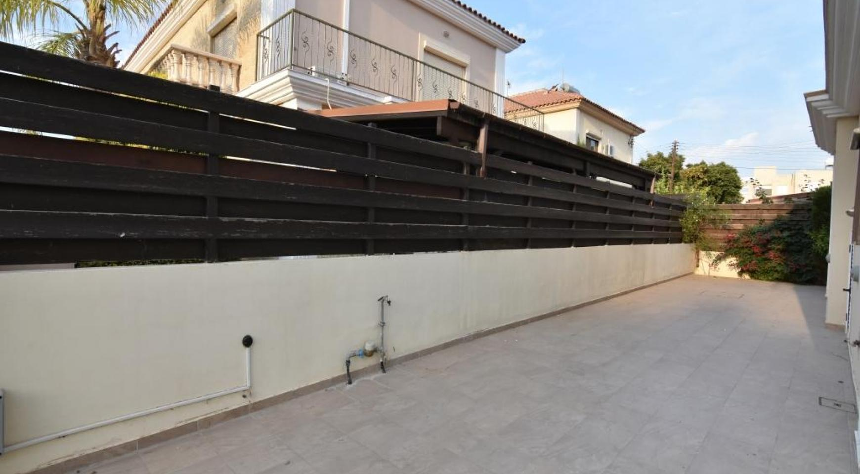 Contemporary 3 bedroom house situated  in the Papas area - 16