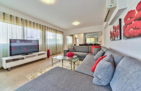 3 Bedroom Apartment in the Centre of the Tourist Area