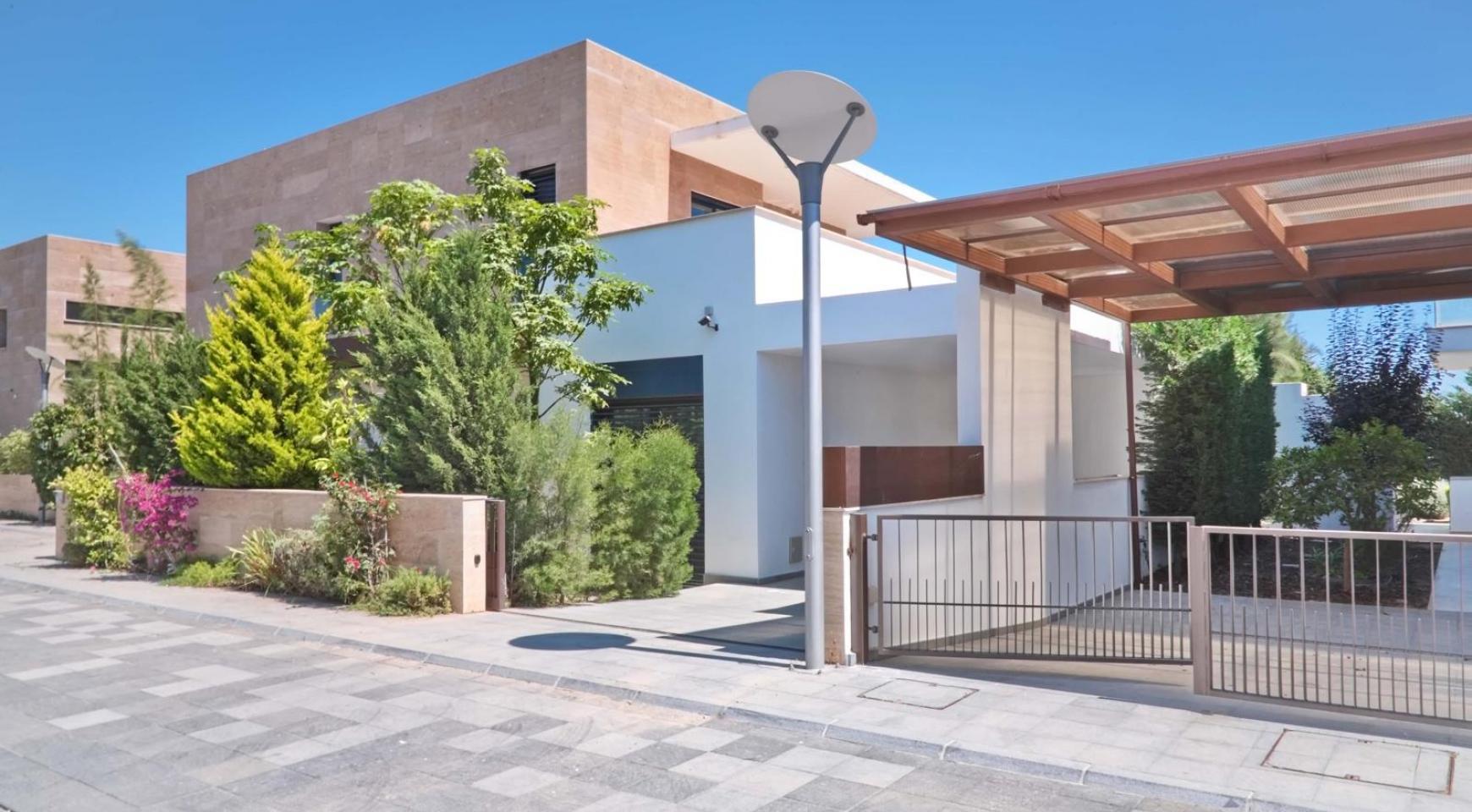 New Luxurious 4 Bedroom Villa in the Tourist Area - 10