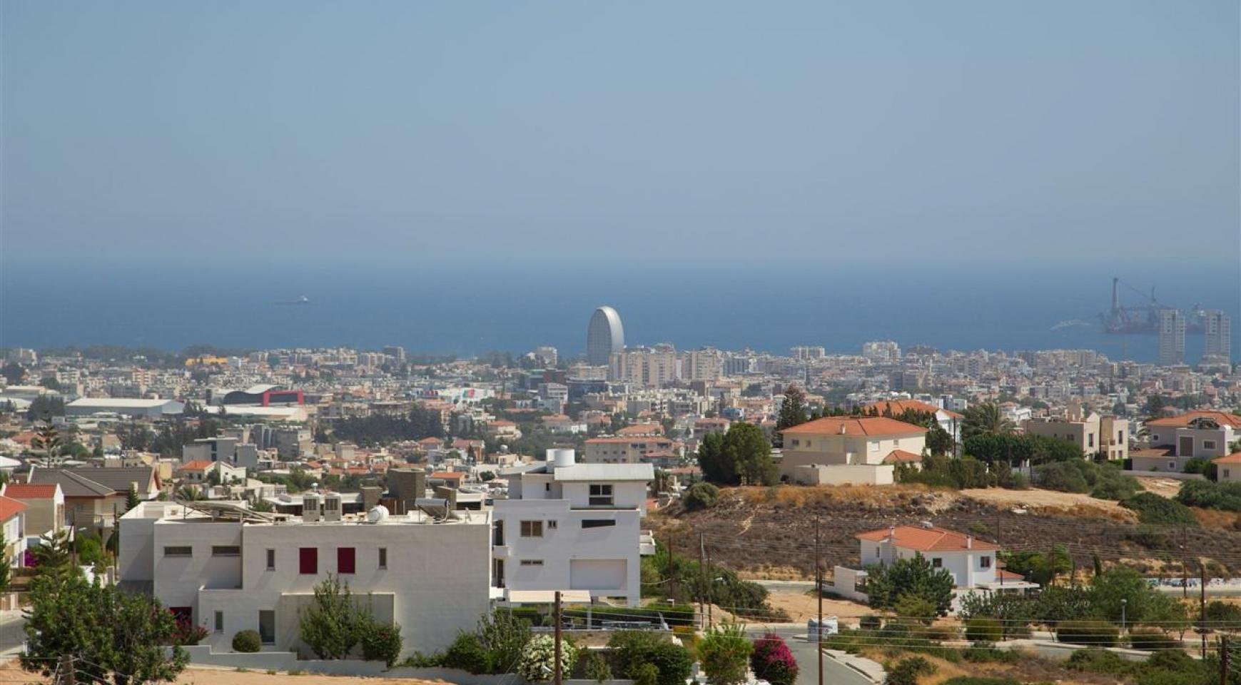 One Bedroom Apartment with Amazing Sea and Mountain Views - 3