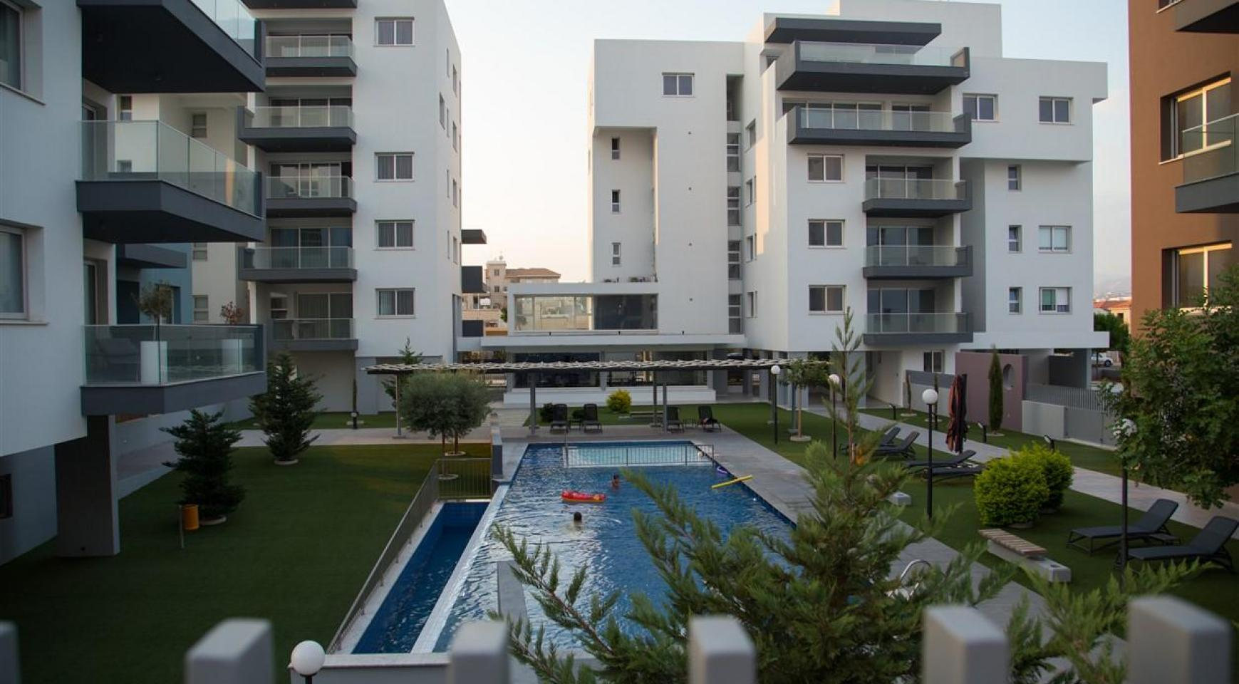 Spacious Luxury 3 Bedroom Apartment in a New Complex - 6