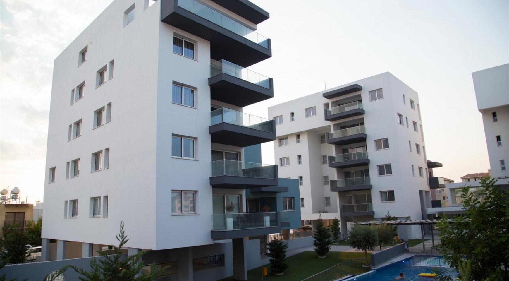 Luxury 2 Bedroom Top-Floor Apartment in a New Complex - 14