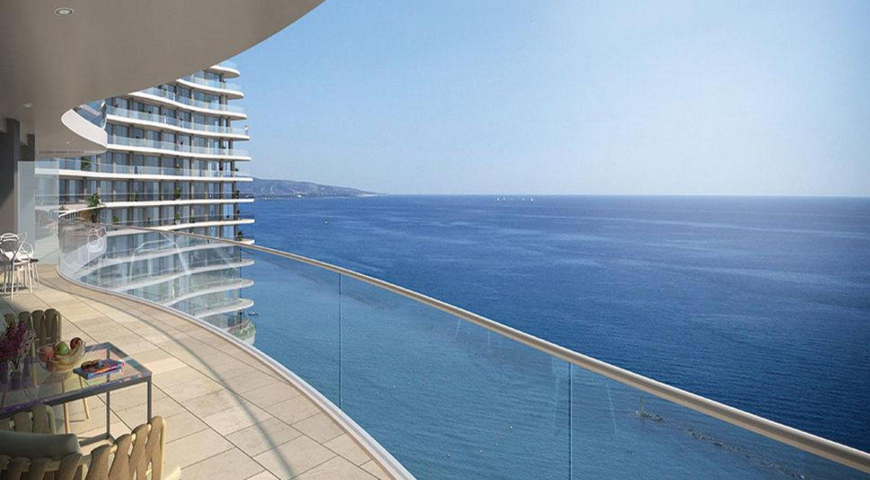 Luxurious 3 Bedroom Apartment in an Exclusive Seafront Project   - 1