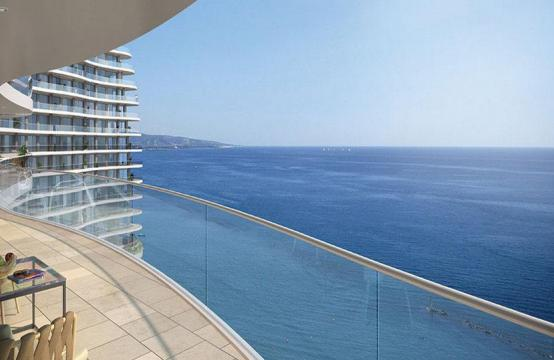 Luxurious 4 Bedroom Apartment in an Exclusive Seafront Project