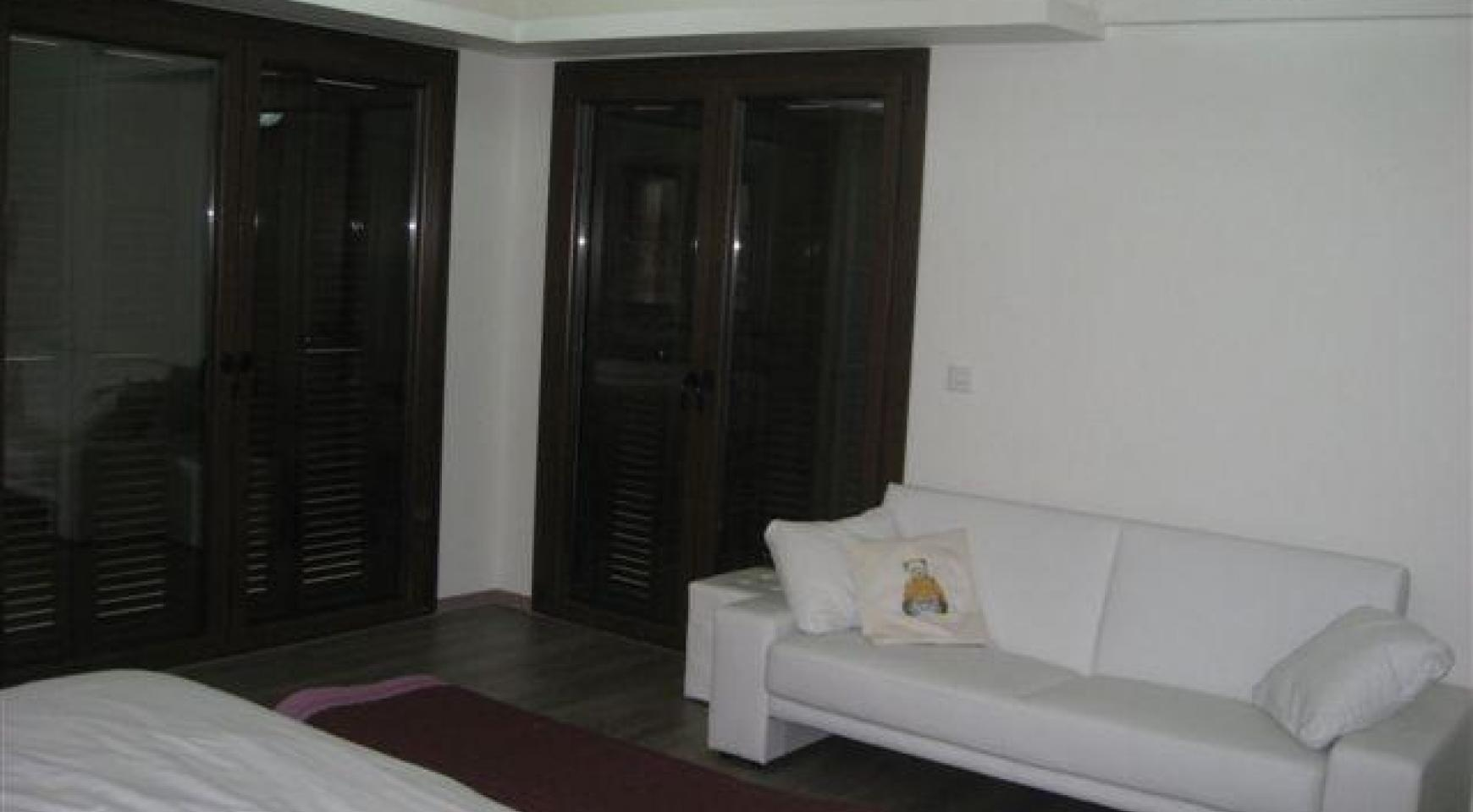 Spacious 4 Bedroom House in Nisou Area - 22