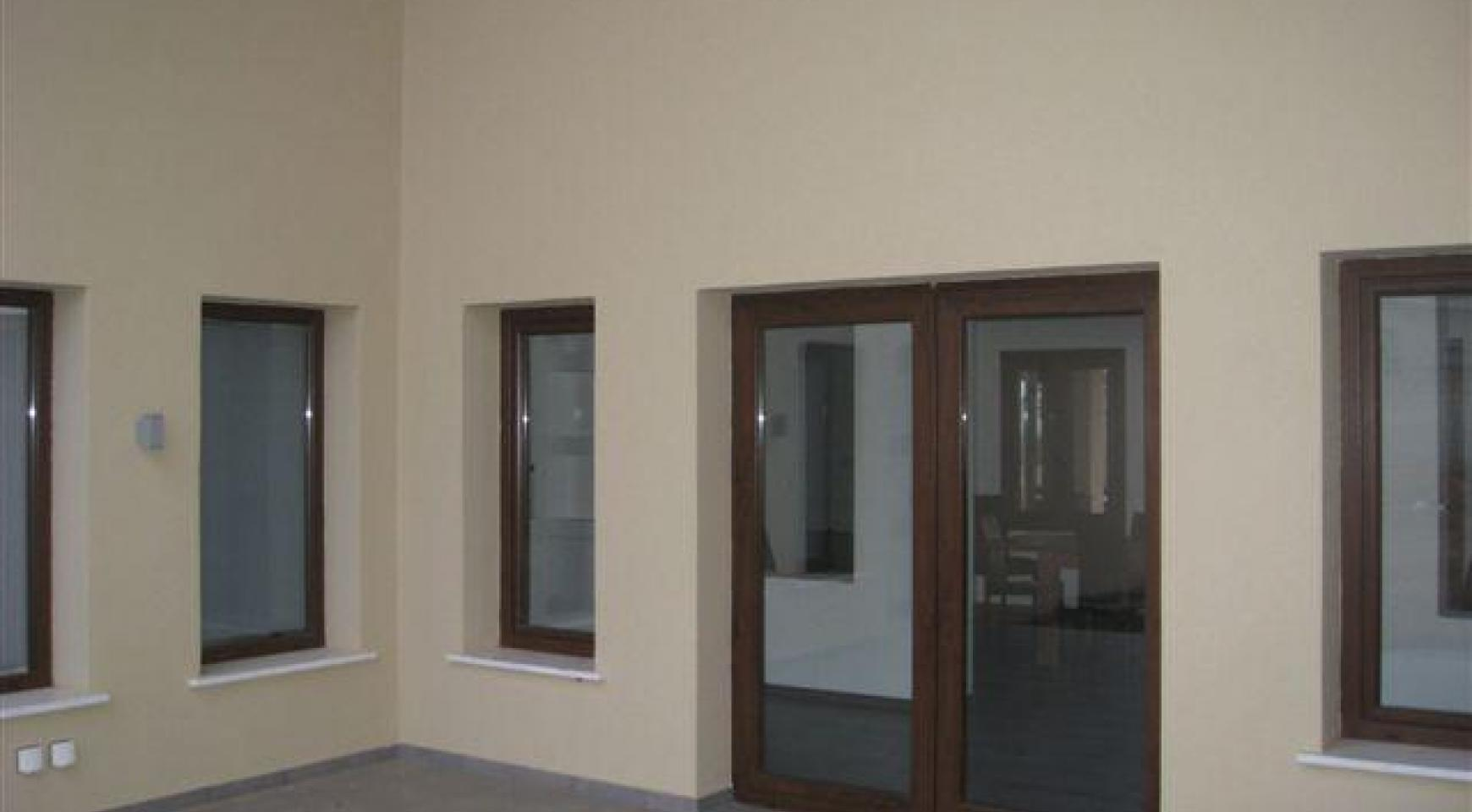 Spacious 4 Bedroom House in Nisou Area - 9