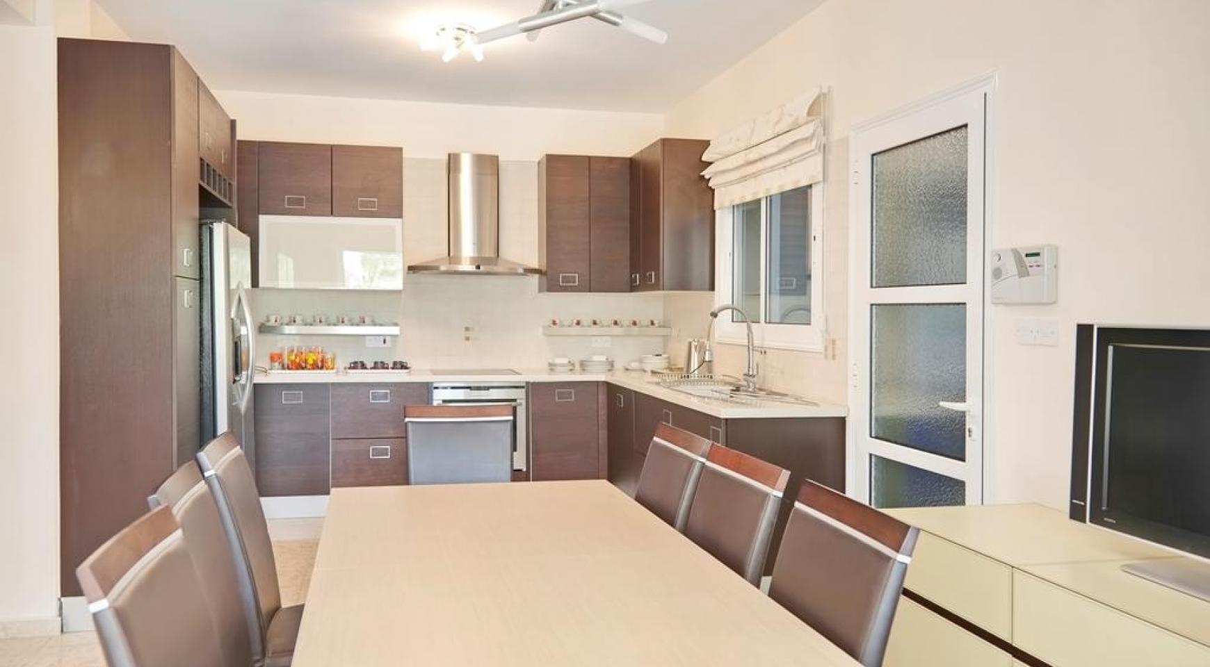 Beautiful 3 Bedroom Villa in a Prestigious Complex - 11