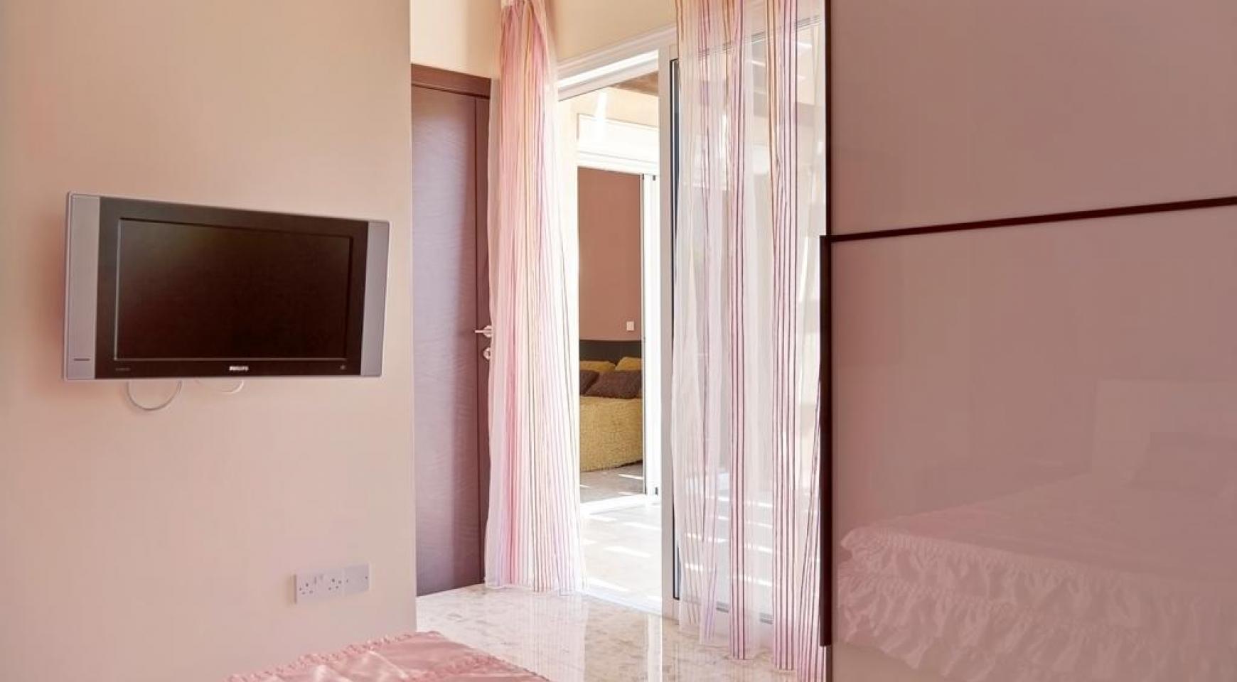 Beautiful 3 Bedroom Villa in a Prestigious Complex - 20