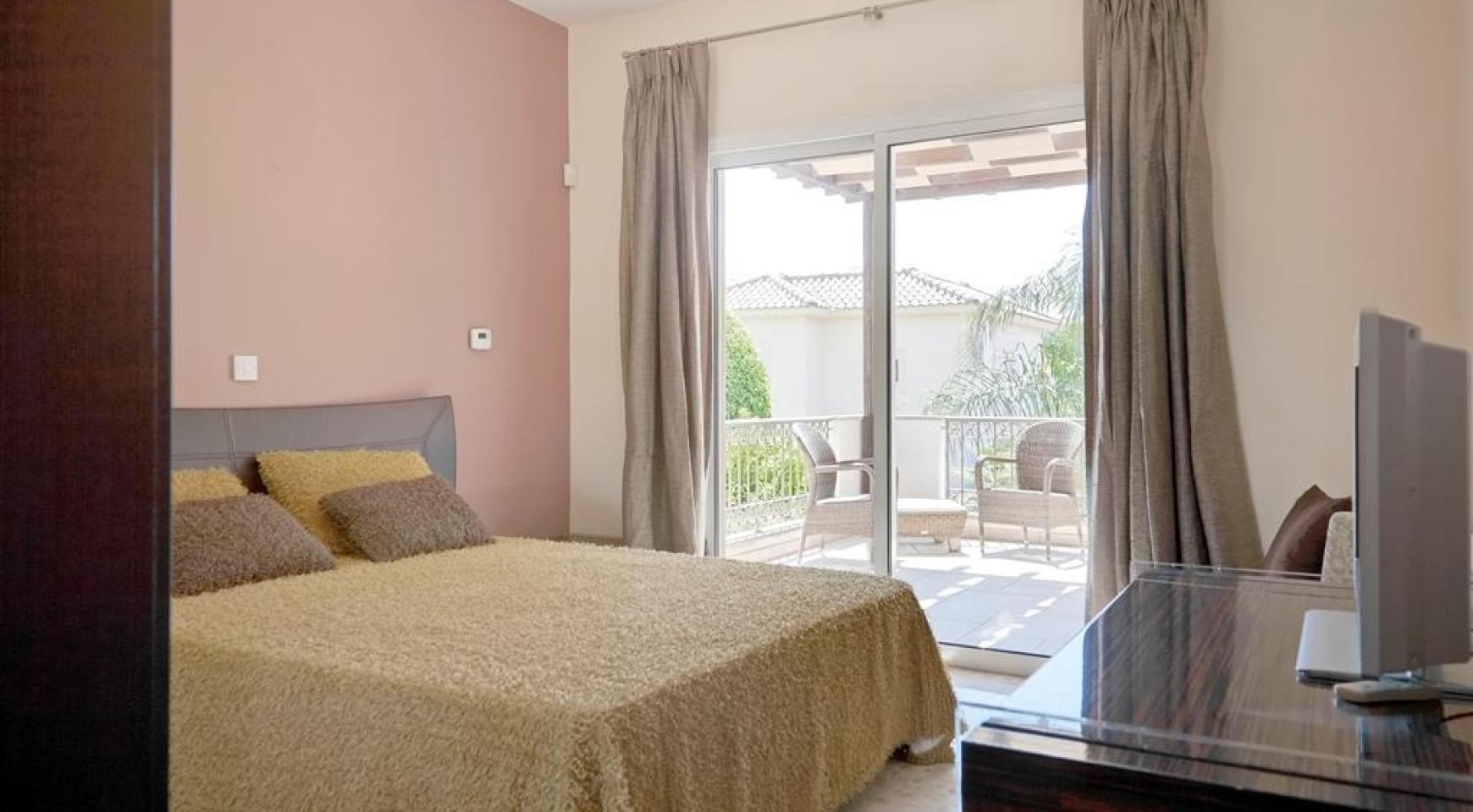 Beautiful 3 Bedroom Villa in a Prestigious Complex - 16