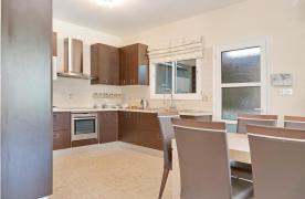 Beautiful 3 Bedroom Villa in a Prestigious Complex - 36