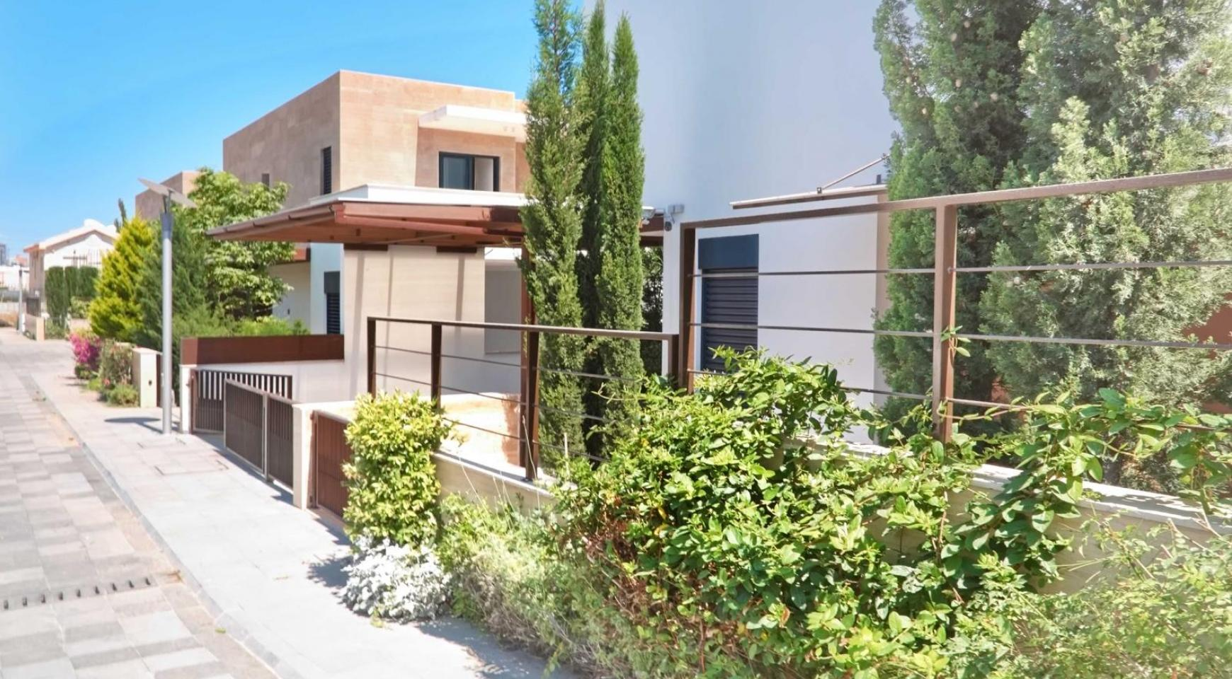 New Luxurious 3 Bedroom Villa within a Gated Project near the Sea - 4