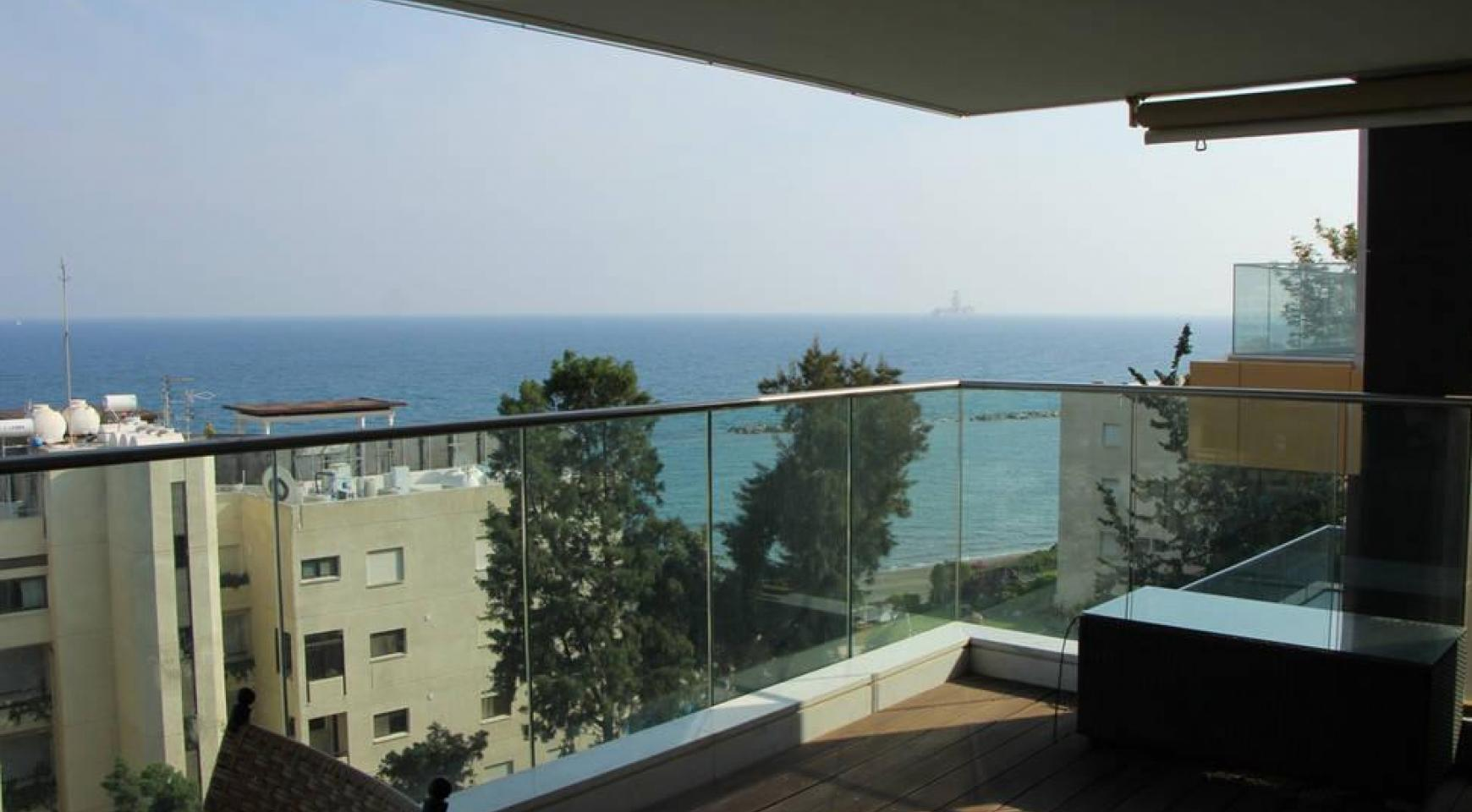 Luxury 2 Bedroom Apartment with Amazing Sea Views - 14