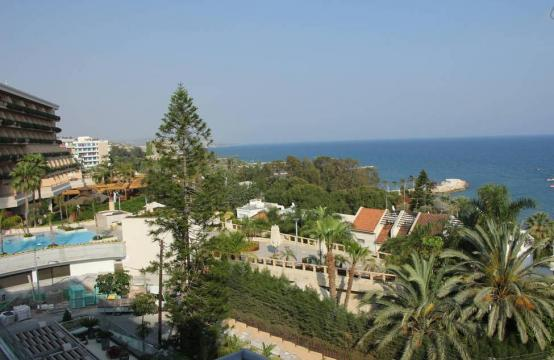 Luxury 2 Bedroom Apartment with Amazing Sea Views