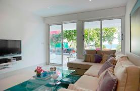 Luxury 2 Bedroom Apartment Berengaria on the Seafront - 33