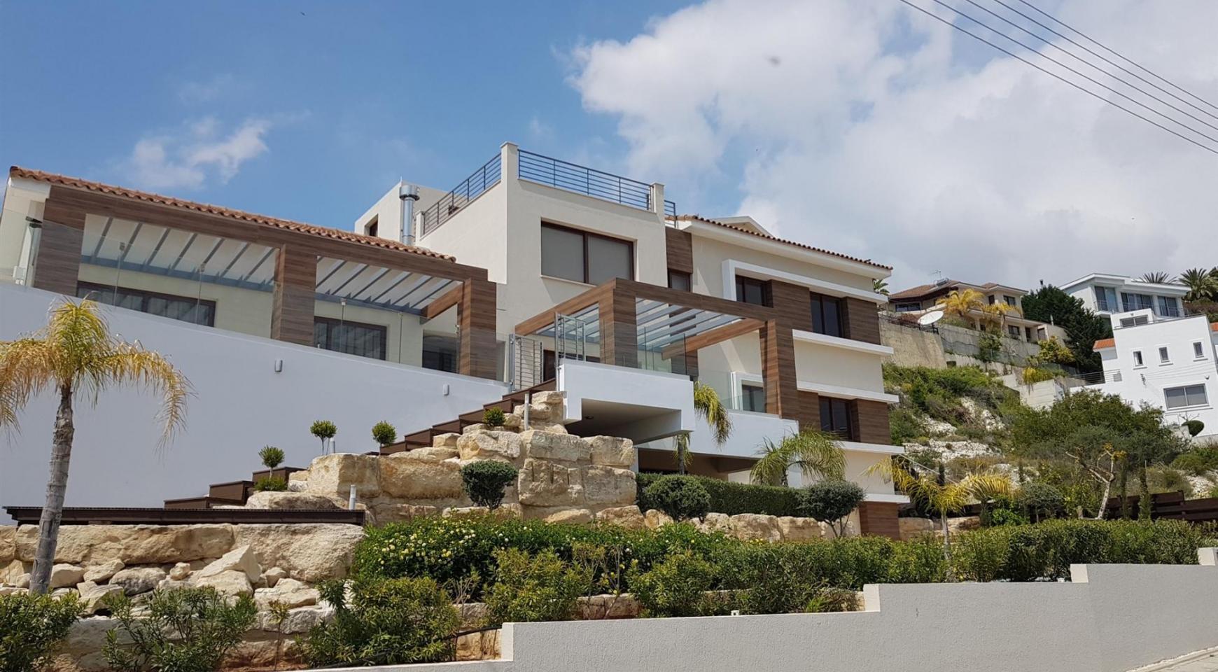 6 Bedroom Villa with Breathtaking Sea Views - 1