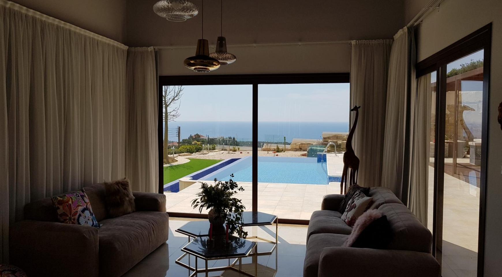 6 Bedroom Villa with Breathtaking Sea Views - 14