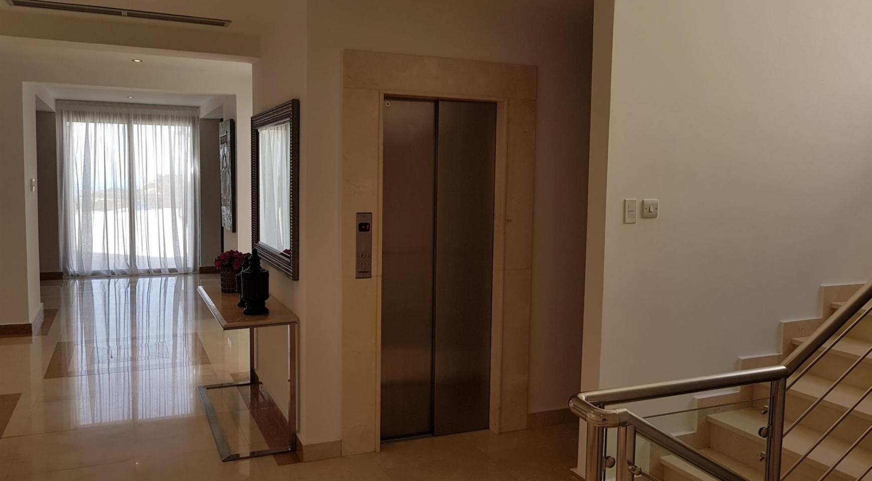 6 Bedroom Villa with Breathtaking Sea Views - 42