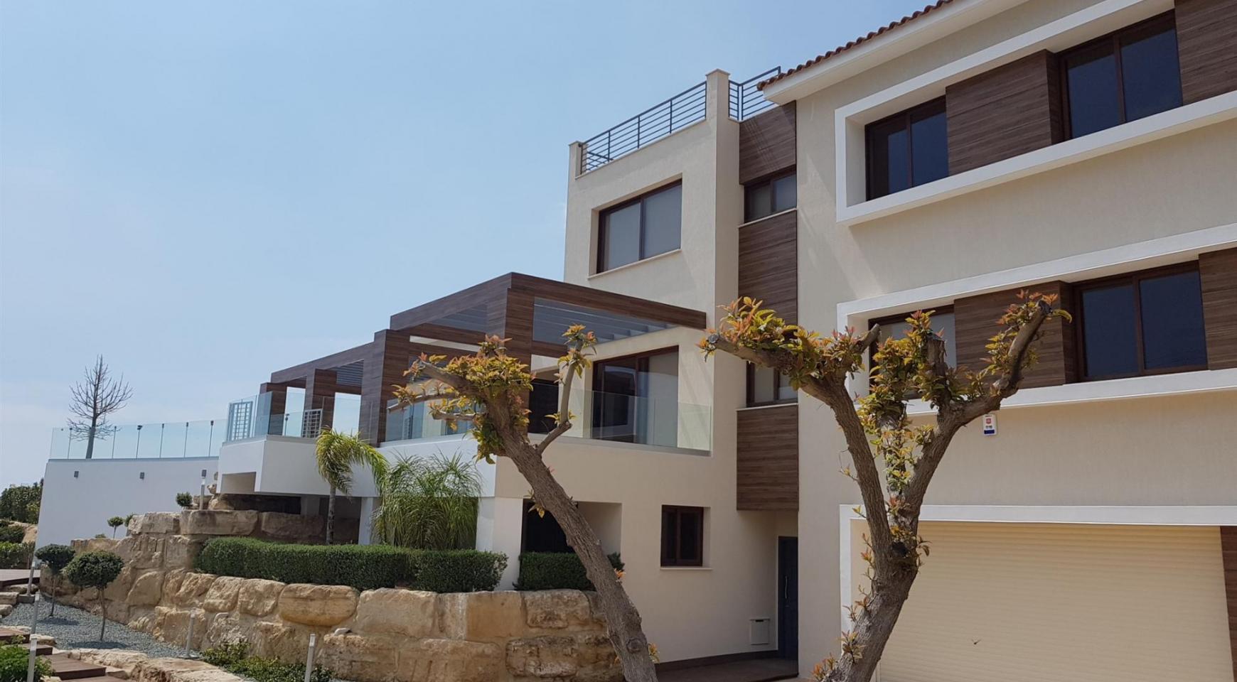 6 Bedroom Villa with Breathtaking Sea Views - 4