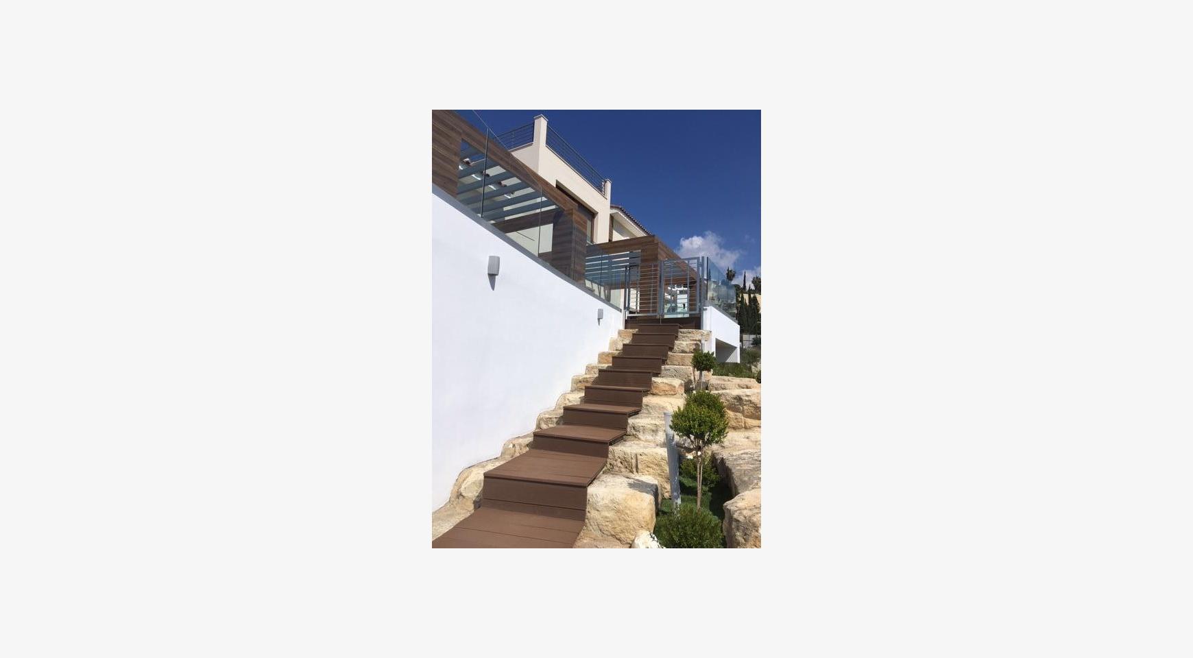 6 Bedroom Villa with Breathtaking Sea Views - 11