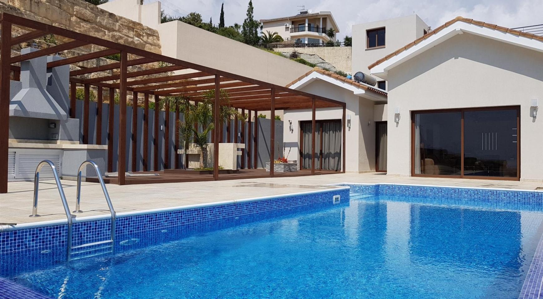6 Bedroom Villa with Breathtaking Sea Views - 8