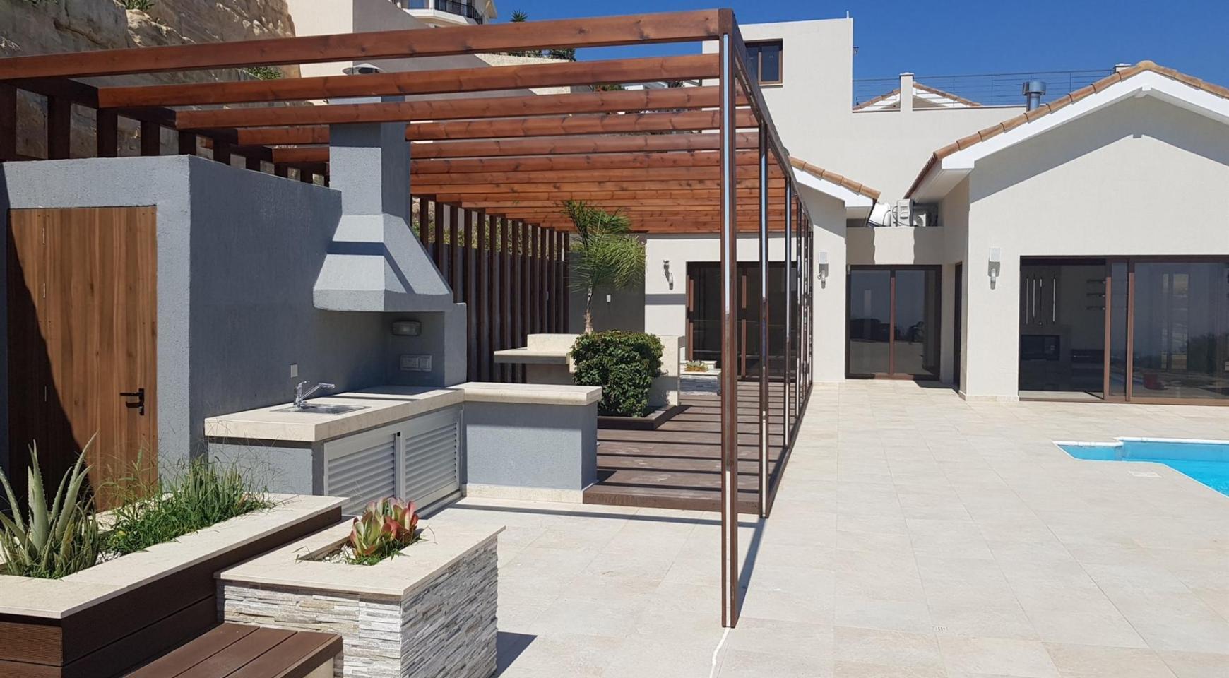 6 Bedroom Villa with Breathtaking Sea Views - 10