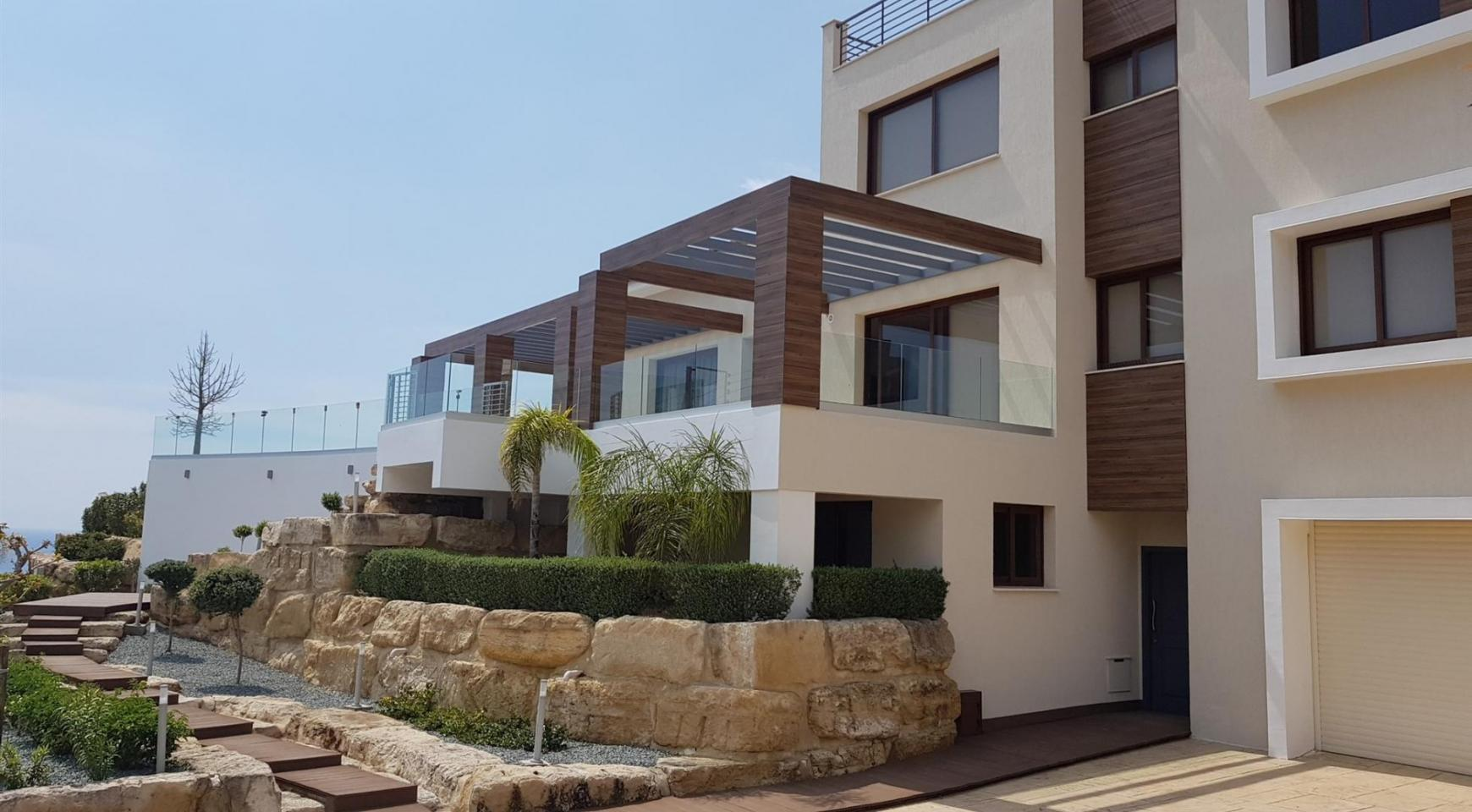 6 Bedroom Villa with Breathtaking Sea Views - 2