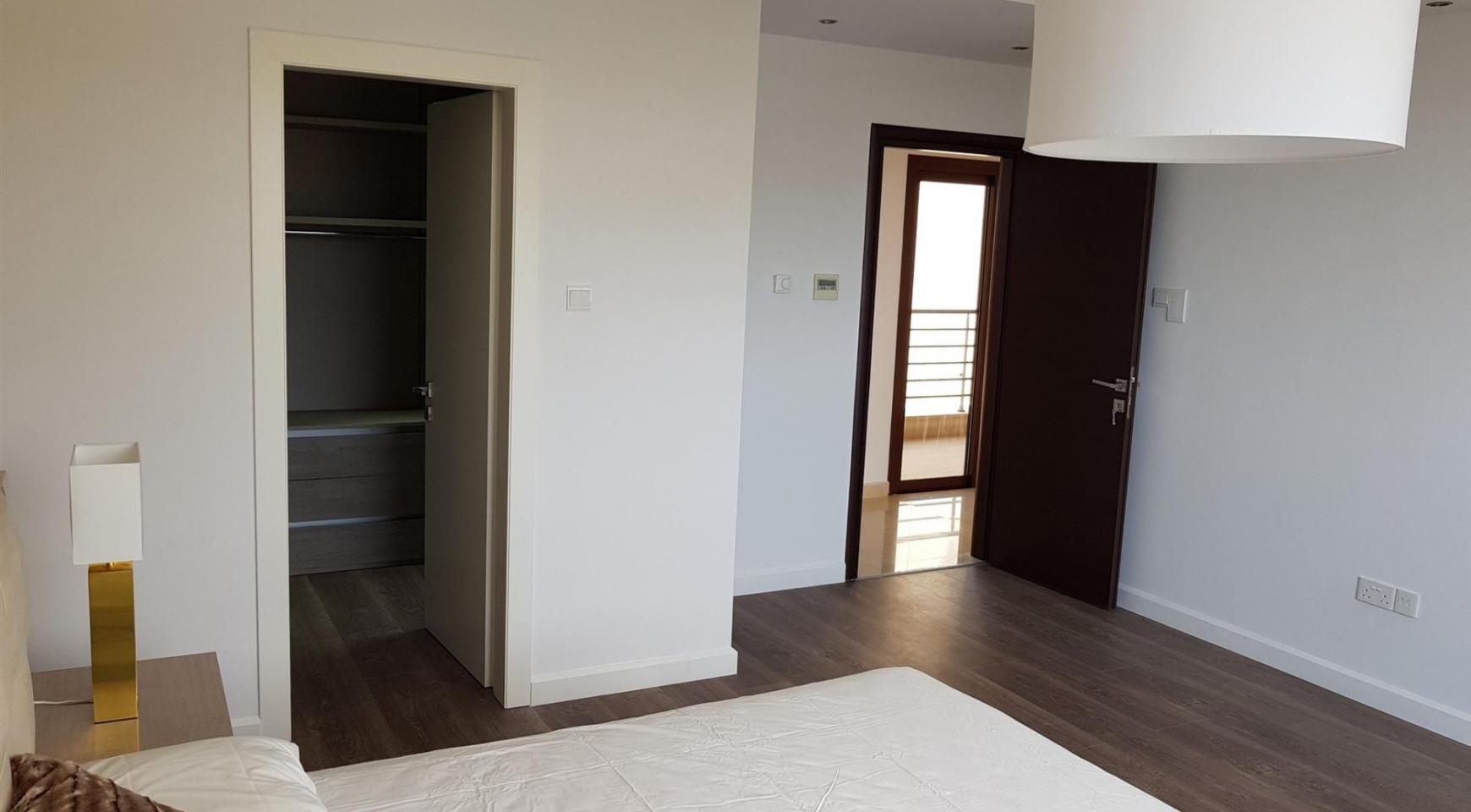 6 Bedroom Villa with Breathtaking Sea Views - 32