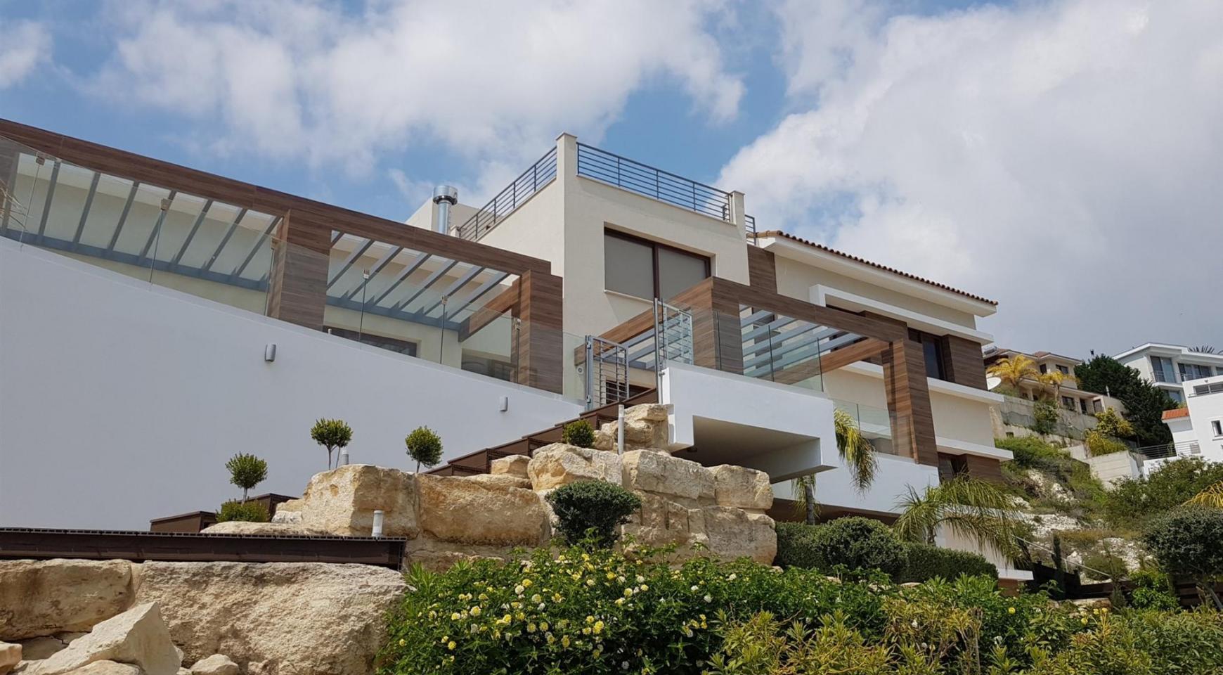 6 Bedroom Villa with Breathtaking Sea Views - 3