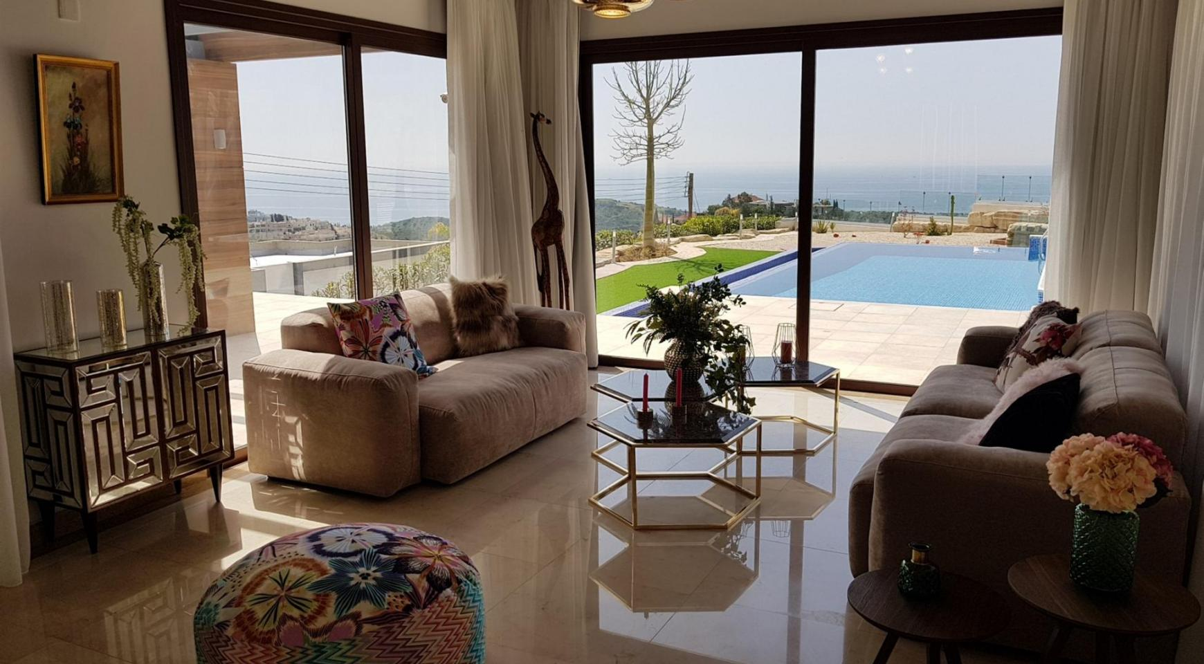 Luxurious 6 Bedroom Villa with Breathtaking Sea Views - 13