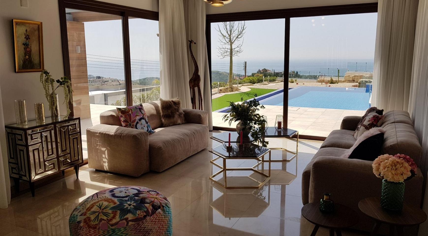 6 Bedroom Villa with Breathtaking Sea Views - 13