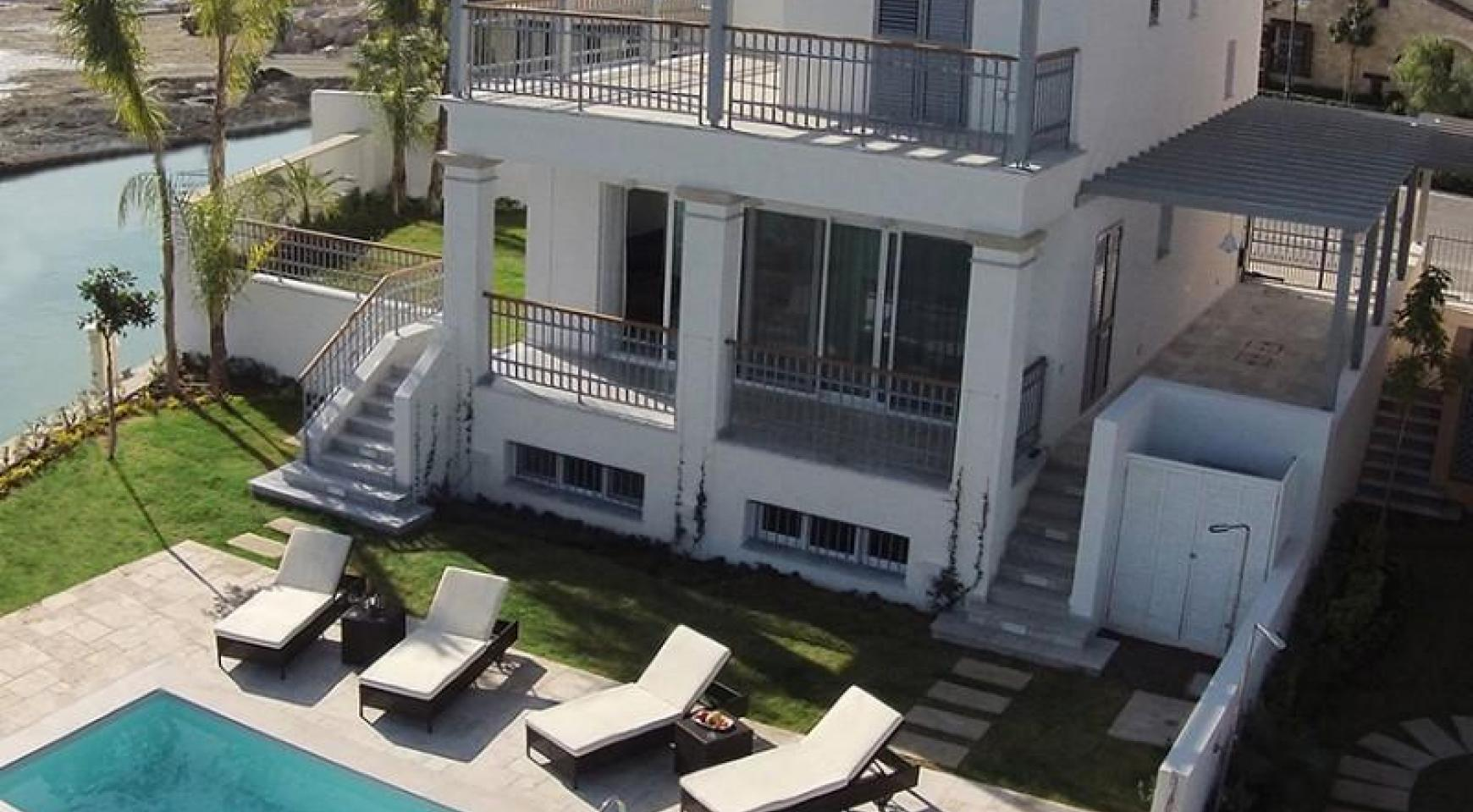 Luxurious 3 Bedroom Villa in an Exclusive development by the Sea - 4