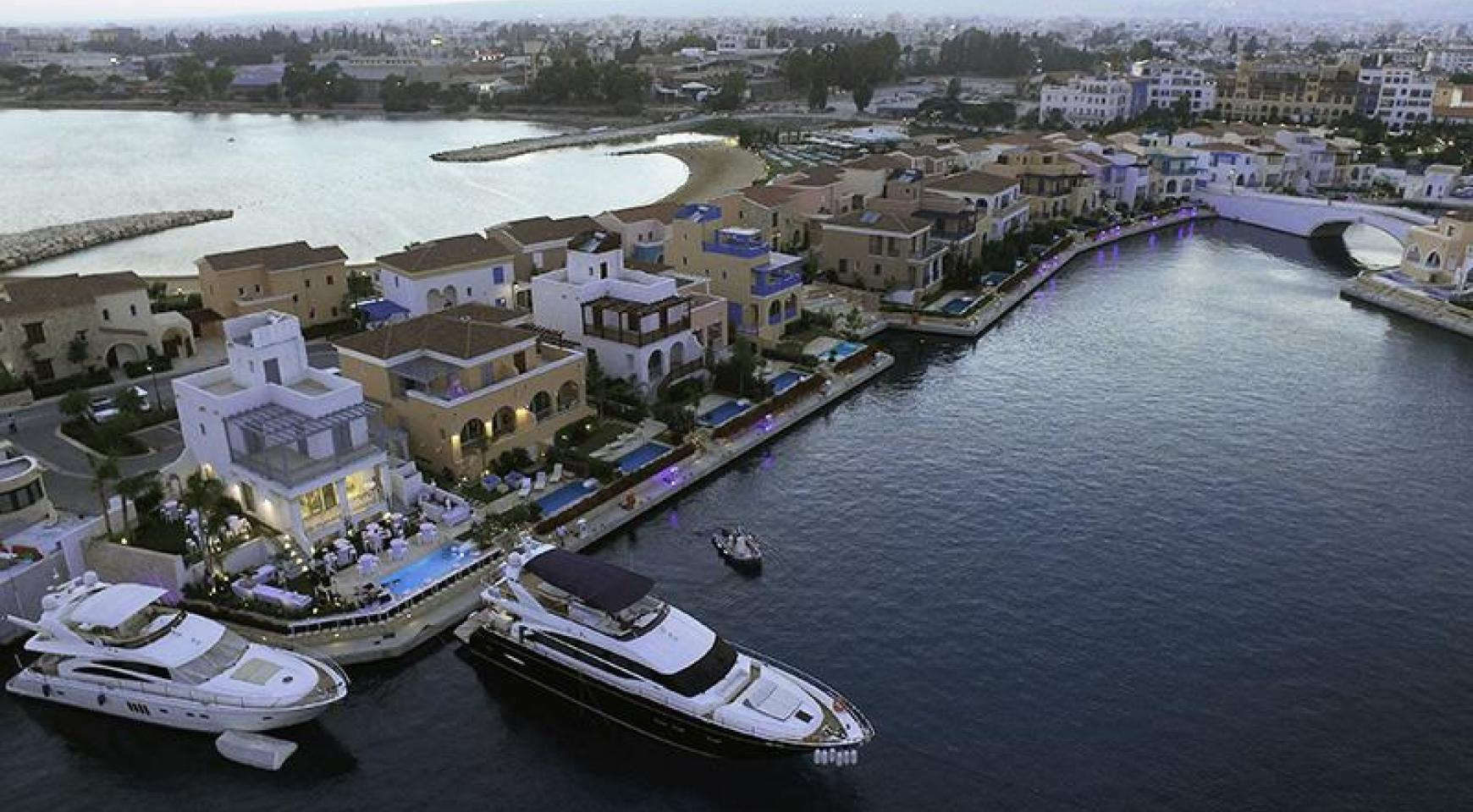 Luxurious 3 Bedroom Villa in an Exclusive development by the Sea - 9