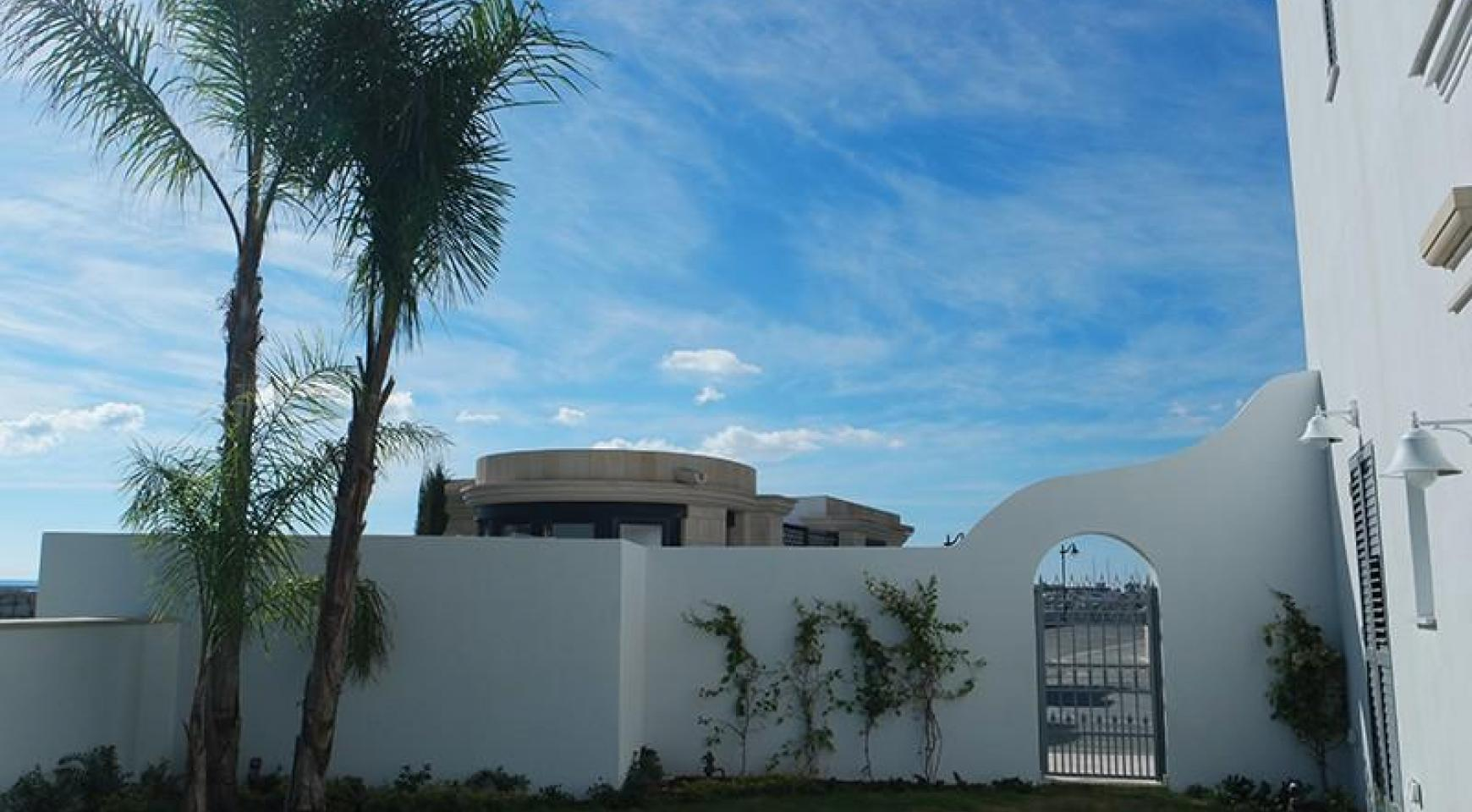 Luxurious 3 Bedroom Villa in an Exclusive development by the Sea - 15